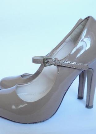 Туфли красивенные!!!! р.35,5