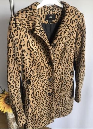 Трендовое леопардовое пальто с кожанами вставками