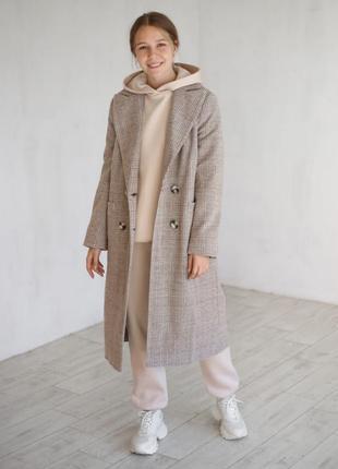Шерстяное бежевое пальто на пуговицах