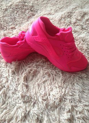 Новые удобные кроссовки 36 размер 23.5см