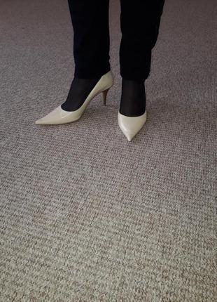 Bata!натуральная кожа/красивые туфли-лодочки