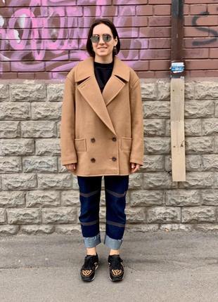 Коричневое шерстяное пальто от uniqlo