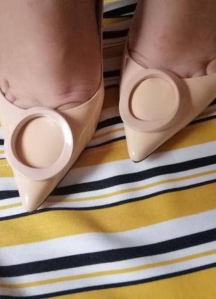 Туфли лаковые бежевые лодочки с открытой пяткой на высоком каблуке