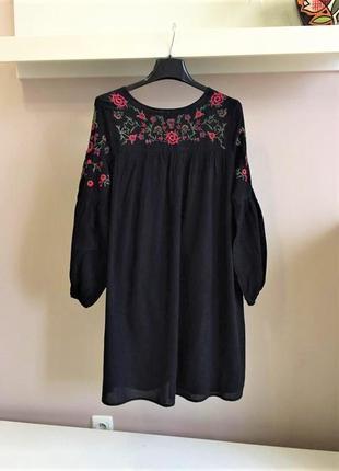 Шикарное,натуральное платье с вышивкой
