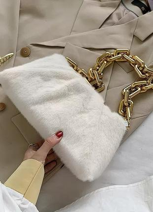 Пушистая сумка в стиле bottega veneta