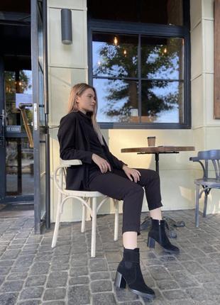 Замшевые ботинки на устойчивом квадратном каблуке