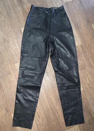 Женские кожаные фирменные брюки на подкладке с высокой посадкой gapelle.