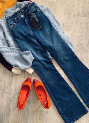 Трендовые синие джинсы клёш amisu