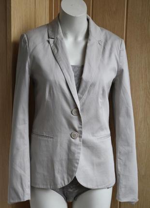 Легкий светлый пиджак