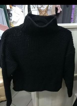Очень миленький вязанный свитерок с люверсами!