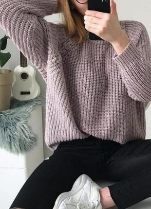 Плотный объёмный свитер с косичками