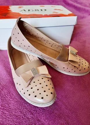 Открытые золотистые туфельки