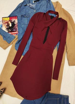 Платье короткое марсала бордо бордовое с чокером missguided