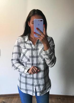 Белая клетчатая рубашка