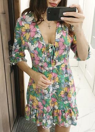 Кпасивое платье в цветы ,новое платье с рюшей