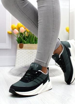 Стильные темно зеленые повседневные женские кроссовки на шнуровке