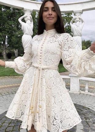 Роскошное кружевное платье с рукавом фонариком и расклешенной юбкой