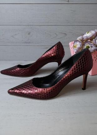 Фірмові нові шкіряні туфлі