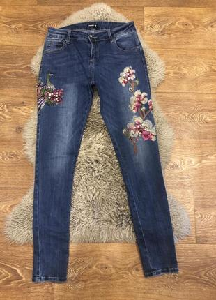 Шикарные джинсы со стразами chicoree