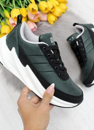 Стильные темно-зеленые  женские кроссовки на шнуровке greengrass
