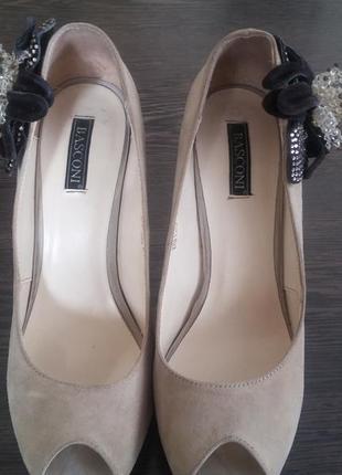 Очень нарядные туфли с открытым носком
