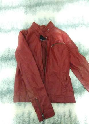 Демисезонная курточка. кожзам