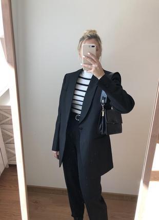 Трендовый базовый пиджак чёрный удлиненный