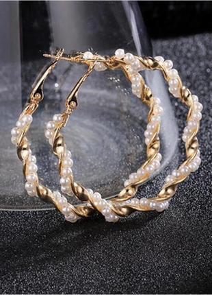 Вечерние серьги кольца золотистые с жемчугом сережки