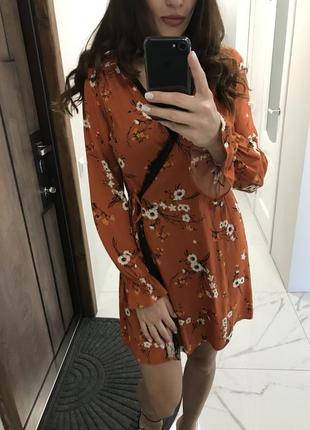 Платье на запах с кружевом ,платье с длинным рукавом