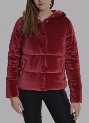 Продам красную бархатную курточку