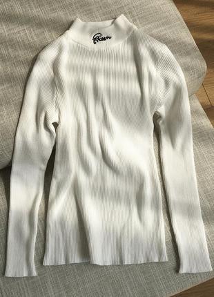 Гольф в рубчик с вышивкой queen свитер джемпер водолазка лапша белый
