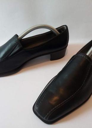 Фірмові шкіряні зручні туфлі