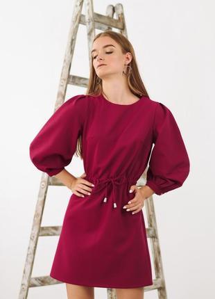 Платье фуксия с пышным рукавом