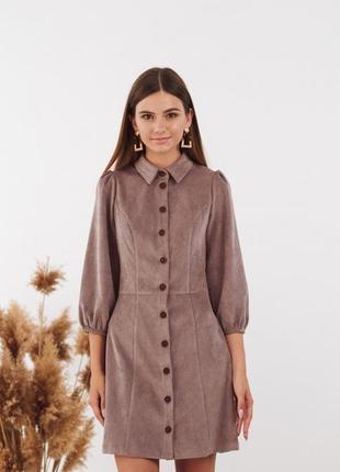 Платье из вельвета с пуговицами