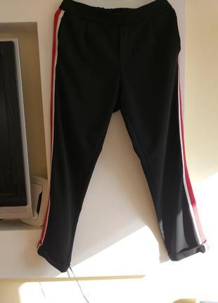 Стильные укороченные в спортивном стиле штаны!
