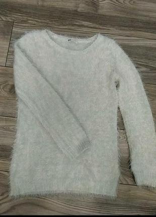 Светлый свитер пушистик,травка