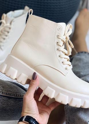 Демисезонные ботинки бежевые экокожа