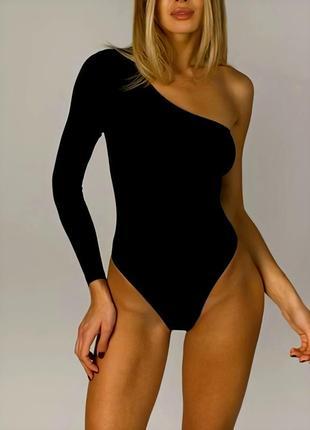 Базовое чёрное стильное боди на одно плечо с длинным рукавом