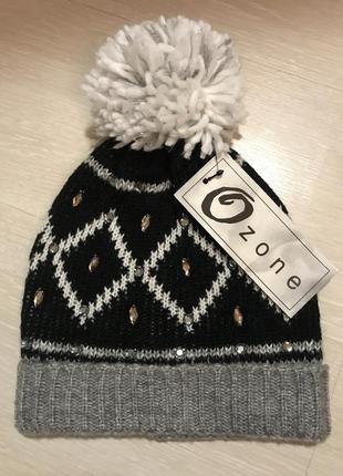 Очень красивая и стильная брендовая тёплая вязаная шапка с бубоном.