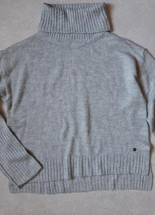 Свободный свитер оверсайз