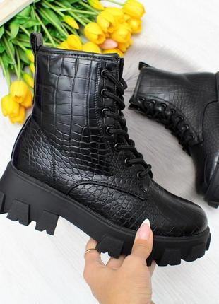 Новые женские зимние чёрные ботинки под питон