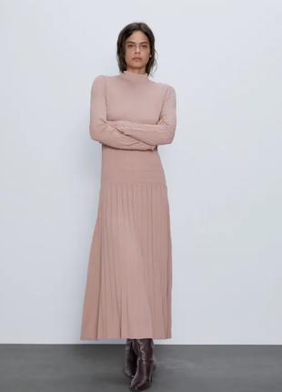 Длинное пудровое платье плотное zara
