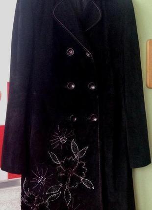 """Люксовое замшевое пальто """"max mara"""" черного цвета с аппликацией и вышивкой стразами"""