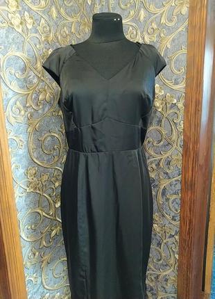 Черное вечернее платье с очень красивой спиной