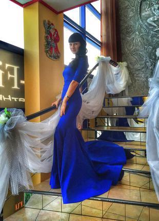 Шикарное платье со шлейфом1 фото