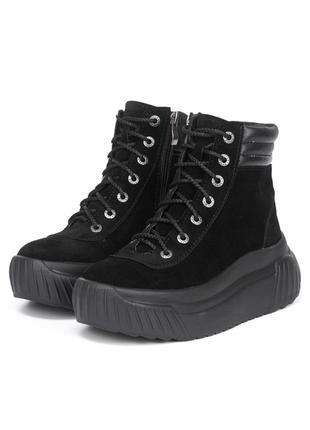 Ботинки женские на массивной платформе 025-03