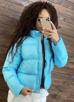 Курточка глянцевая