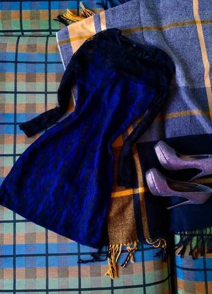 Платье с рукавами из кружева и молнией обманкой на спинке
