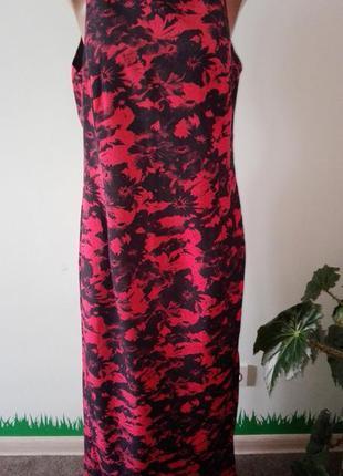 Красивое длинное платье с разрезом с боку.