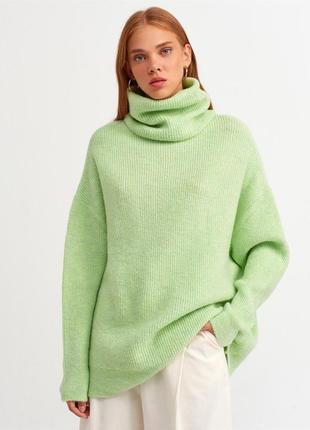 Салатовий светр оверсайз